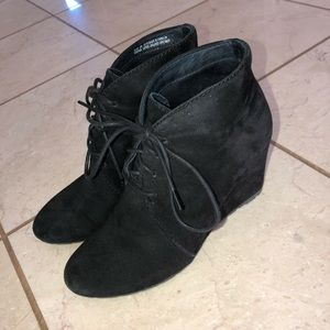 CLARKS SUEDE BLACK BOOTIES